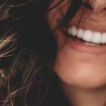 Ako na biele zuby na počkanie. Poznáte bieliace pásiky?
